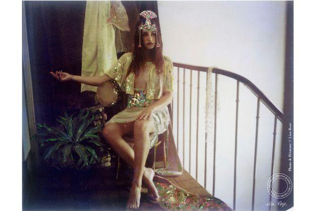 Izia Higelin. Photo argentique rehaussée de feuilles d'or.