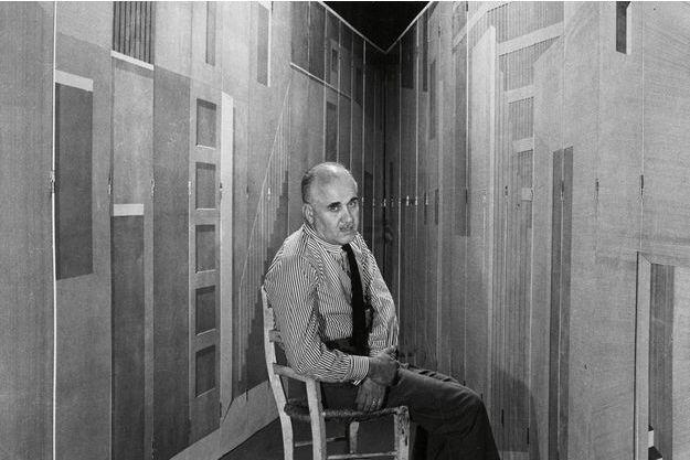 Piero Fornasetti est au Musée des arts décoratifs à Paris.