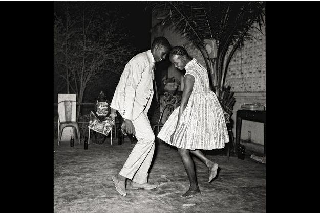 """Nuit de Noël"", 1963. «Malick Sidibé. Mali Twist», Fondation Cartier, Paris XIVe."