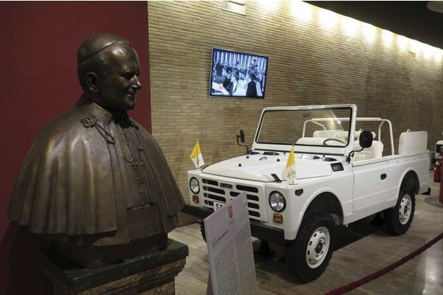 La papamobile Fiat dans lauelle se trouvait Jean-Paul II lors de l'attentat en 1981.