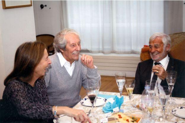 Avec sa femme Françoise, chez Jean-Paul Belmondo, le 31 décembre 2015 : les copains du Conservatoire sont restés inséparables.