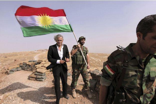 Le 31août 2015. BHL est au Kurdistan. Le drapeau peshmerga flotte sur le mont Zartik, au nord-ouest de Mossoul.