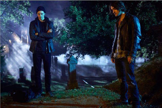 Bill Skarsgard et Landon Liboiron, les acteurs qui incarnent Roman et Peter.