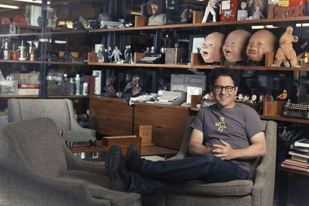 """J.J. Abrams dans le bureau de sa compagnie de production, """"Bad Robot"""", Méchant Robot..."""