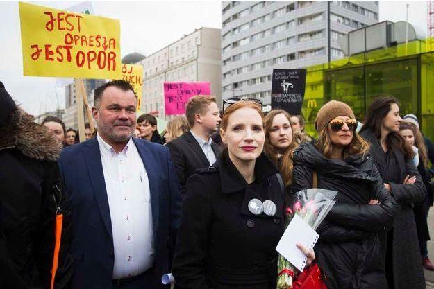 Jessica Chastain a participé à une marche pour La Journée internationale des droits des femmes, ce mercredi à Varsovie en Pologne.