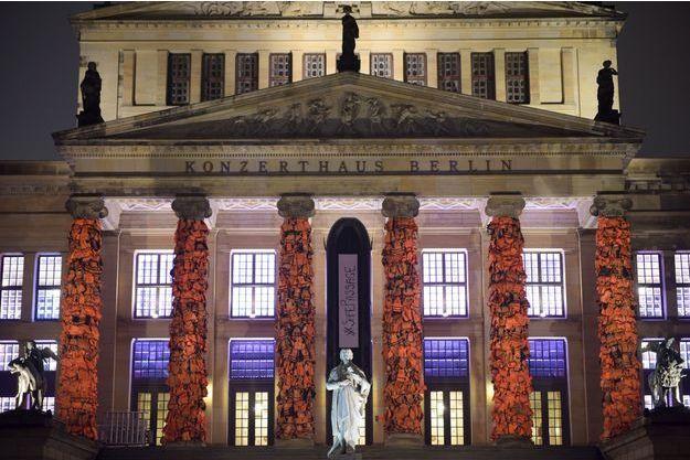 L'oeuvre d'Ai Weiwei sur la façade du Schauspielhaus, une grande salle de concert de Berlin