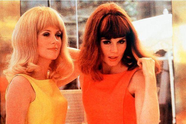 """Catherine Deneuve et Françoise Dorléac dans """"Les demoiselles de Rochefort"""", de Jacques Demy en 1966."""