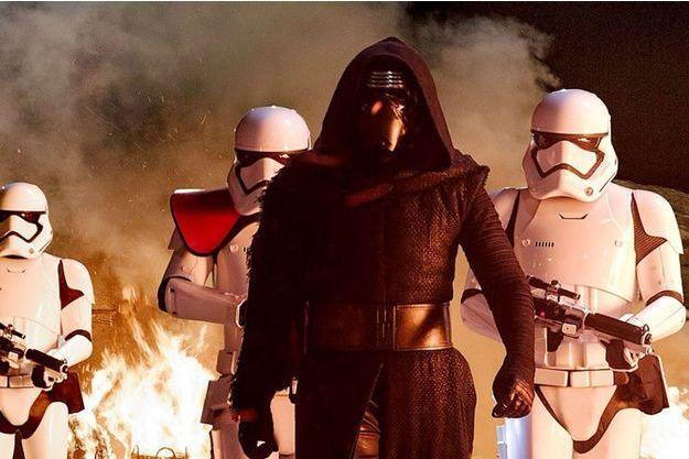 Kylo Ren et les Stormtroopers.