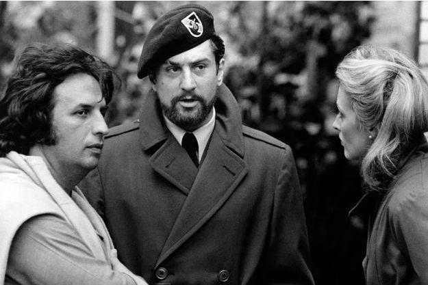 """Michael Cimino (à gauche), avec Robert de Niro et Meryl Streep sur le tournage de """"Voyage au bout de l'enfer"""""""