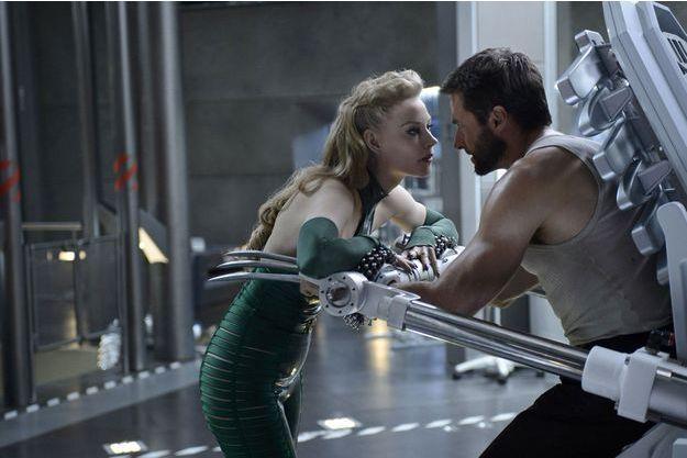 """Svetlana Khodchenkova et Hugh Jackman dans """"Wolverine: Le Combat de l'Immortel""""."""