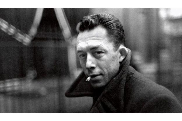 Dans ce portrait, Henri Cartier-Bresson a su saisir la beauté troublante d'un homme et l'âme tourmentée d'un écrivain devenu le guide de toute une génération.