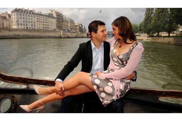 «Je reviens te chercher» C'est le titre de l'avant-dernier roman de l'écrivain. Guillaume Musso a tenu sa promesse et a enlevé sa promise, Ingrid, pour une escapade sur la Seine à bord d'un Bateau-Mouche du pont de l'Alma. Guillaume a rencontré Ingrid, 29 ans, lors d'un prix littéraire qu'elle avait organisé et qu'il présidait.