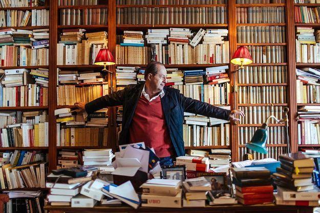 Jean-Marie Rouart et les amis qui emplissent sa bibliothèque.