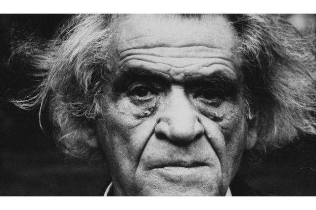 Une de ses dernières photos. A 81 ans, Joseph Kessel ne sortait plus guère de sa propriété d'Avernes, dans le Val-d'Oise.