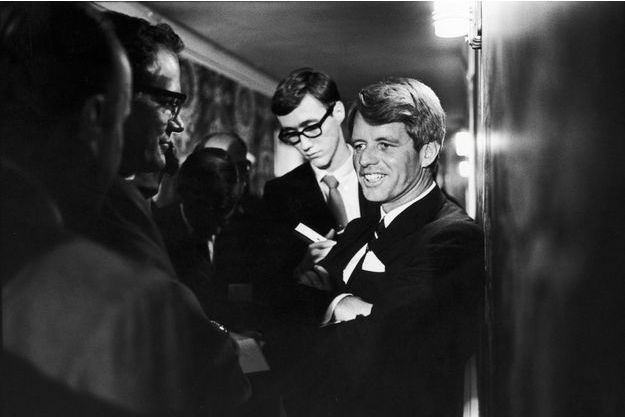 Robert F. Kennedy, le 5 juin 1968, juste avant son discours à l'hôtel Ambassador. Il sera assassiné quelques heures plus tard.