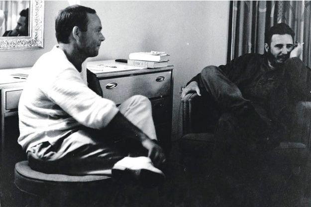 Siné dans ses petits souliers face à Fidel Castro, en 1962, à La Havane.