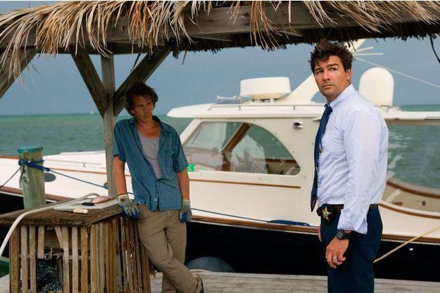 Ben Mendelsohn (Danny Rayburn) et Kyle Chandler (John Rayburn).