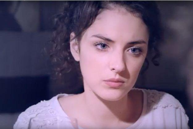 """Camille Lavabre dans sa vidéo Youtube """"Je suis las""""."""