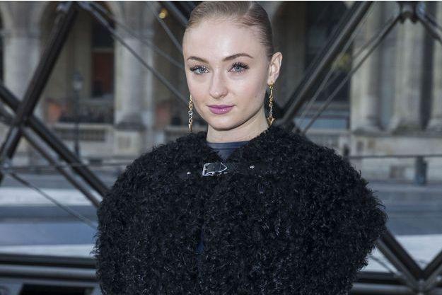 Sophie Turner au défilé de mode de la marque Louis Vuitton, à Paris, le 7 mars dernier.