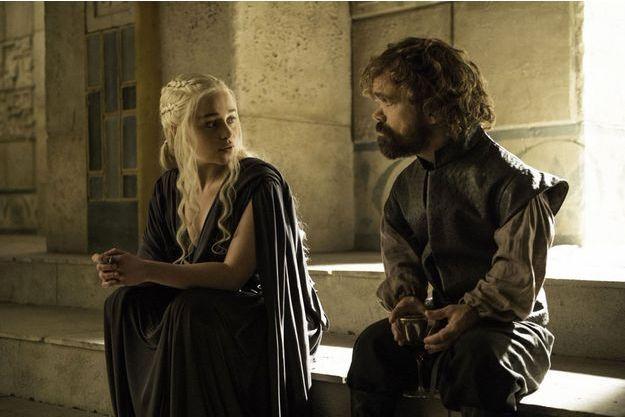 Peter Dinklage (Tyrion Lannister) et Emilia Clarke (Daenerys Targaryen) font partie des acteurs dont le salaire a été revu à la hausse.
