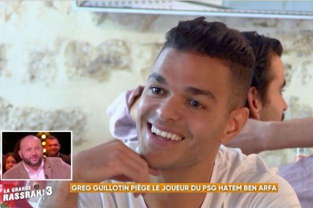 """Hatem Ben Arfa lors d'une caméra cachée pour """"La Grande Rassrah 3""""."""