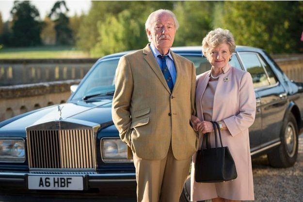 Howard (Michael Gambon) et Shirley Mollison (Julia McKenzie).