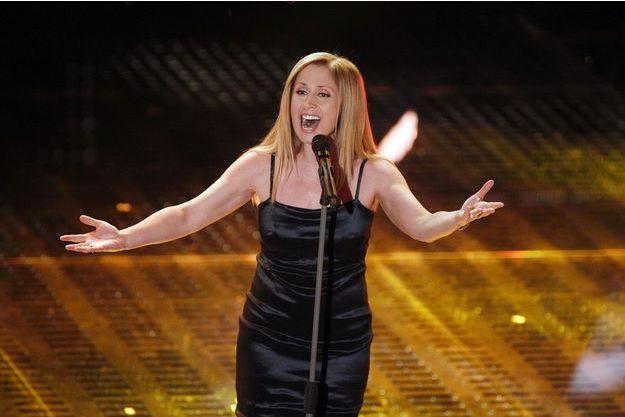 Lara Fabian lors de sa performance au Festival International de la chanson italienne de San Remo.