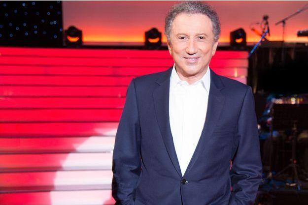 """Michel Drucker sur le plateau du """"Grand Show""""."""