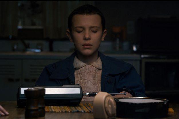Millie Brown dans le rôle d'Eleven.