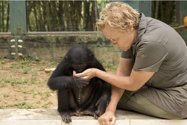 Muriel Robin sera au centre d'un documentaire dans lequel elle part à la rencontre des bonobos dans la jungle congolaise.