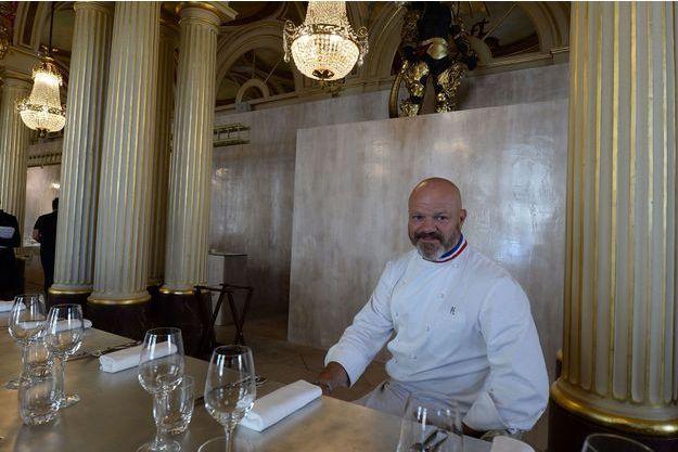 """Philippe Etchebest dans son restaurant """"Le quatrième mur"""" à Bordeaux."""