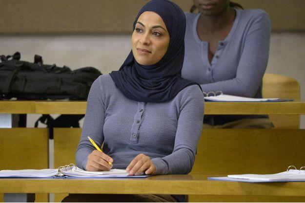 Yasmine Al Massri interprète les jumelles Nimah et Raina.