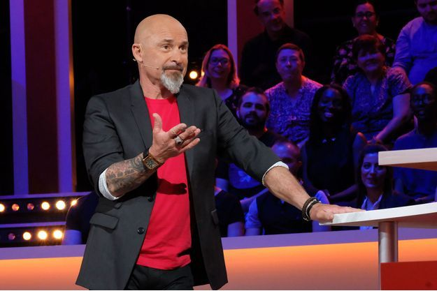 """Vincent Lagaf' sur le plateau de """"Strike""""."""