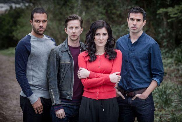 Danny Kenwood (O-T Fagbenle), Slade (Lee Ingleby), Slade (Lee Ingleby) et Pru Carew (Sarah Solemani) et Mark Wells (Tom Cullen).