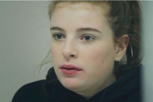 Clara Bommel (Enola Righi).