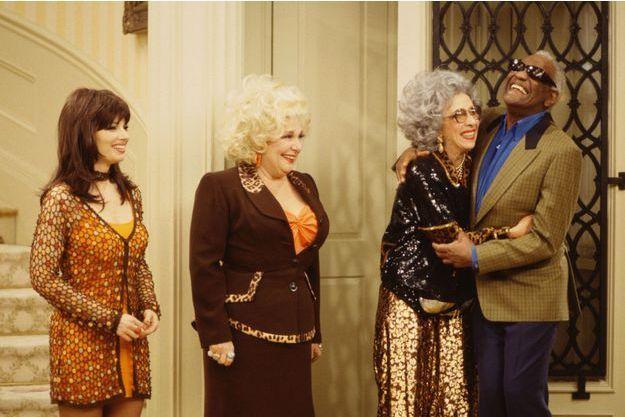 Fran Drescher (Fran Fine), Renee Taylor (Sylvia Fine), Ann Morgan Guilbert (Yetta Rosenberg) et le musicien Ray Charles.