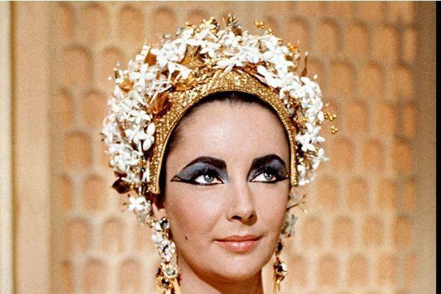Elisabeth Taylor incarne Cléopatre dans le film de Joseph Mankiewicz en 1963.