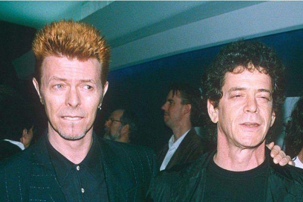 """David Bowie et Lou Reed, enfin bras dessus, bras dessous, en 1996, à la première du film """"Basquiat""""."""
