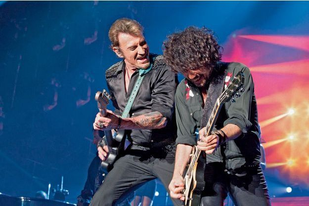 Johnny avec Yarol Poupaud sur le «Born Rocker Tour» à Paris-Bercy, le 14 juin 2013.