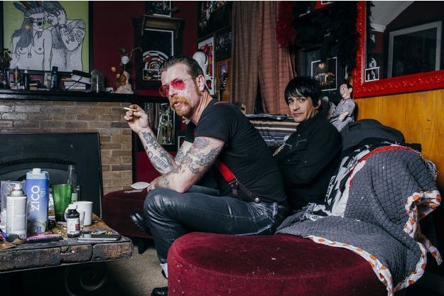 Jesse Hughes, de Eagles Of Death Metal, chez lui avec Eden Galindo.