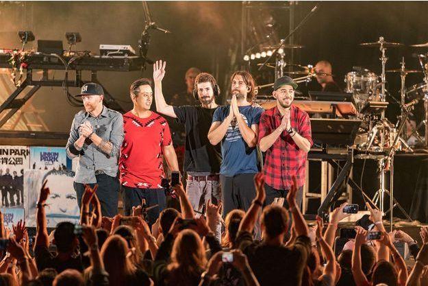 Le groupe Linkin Park vendredi soir sur scène pour rendre hommage à Chester Bennington.