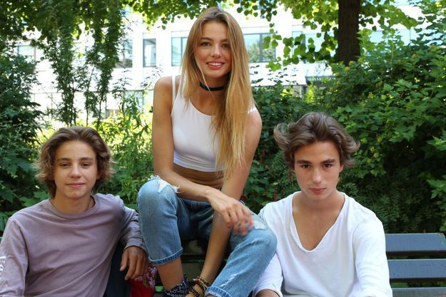 Live entre Hauke et Maël. Hauke - Hugo en germanique - 16 ans, est le producteur des titres, et Indigo - de son vrai prénom Maël - 14 ans, est le vidéaste qui a réalisé le clip.