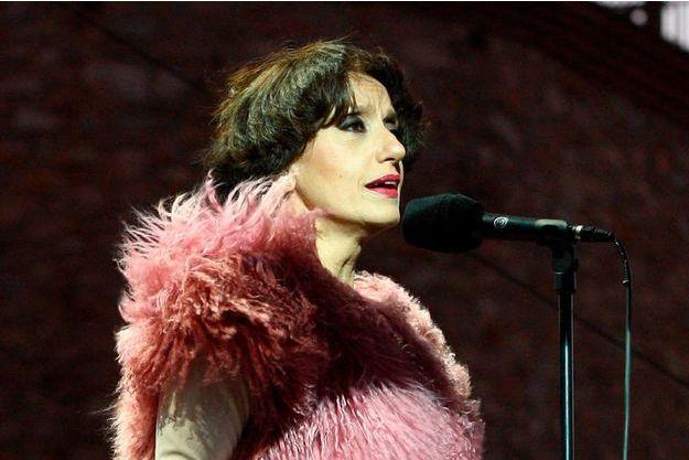 Luz Cazal en concert à Thuir en août 2013.