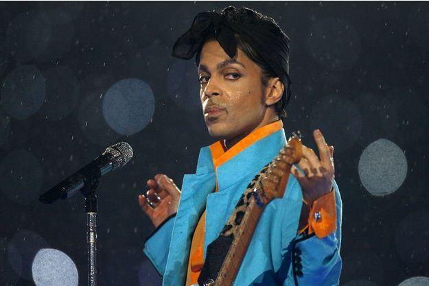 Prince sur scène durant le Super Bowl en 2007.