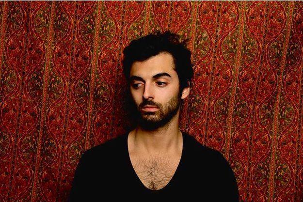 """Viken Arman lance son oeuvre visuelle """"Time"""" pour le centenaire du génocide arménien."""