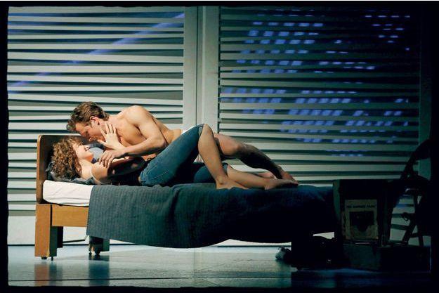 Corentin Mazo et Cécile Mazéas sur scène, alias Johnny Castle et Bébé Houseman.