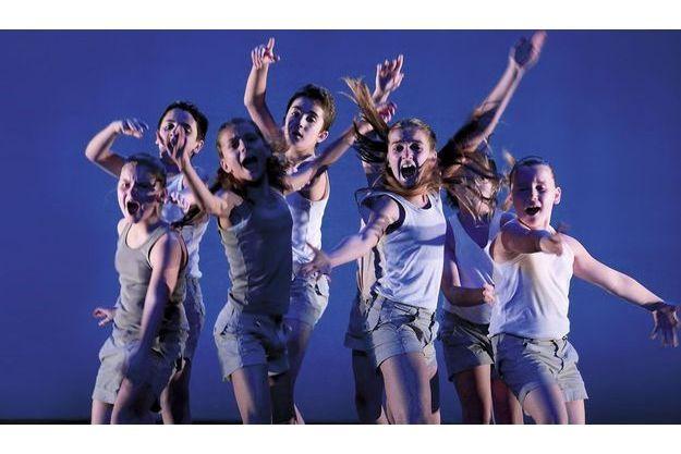 Le groupe Grenade, des jeunes de 8 à 19 ans, dirigé par Josette Baïz.