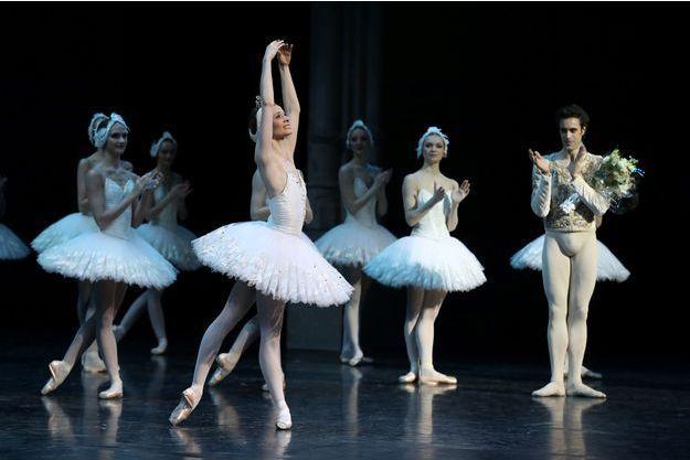 Léonore Baulac, la nouvelle danseuse étoile de l'Opéra de Paris, ici lors d'une représentation du Lac des cygnes à l'Opéra Bastille.