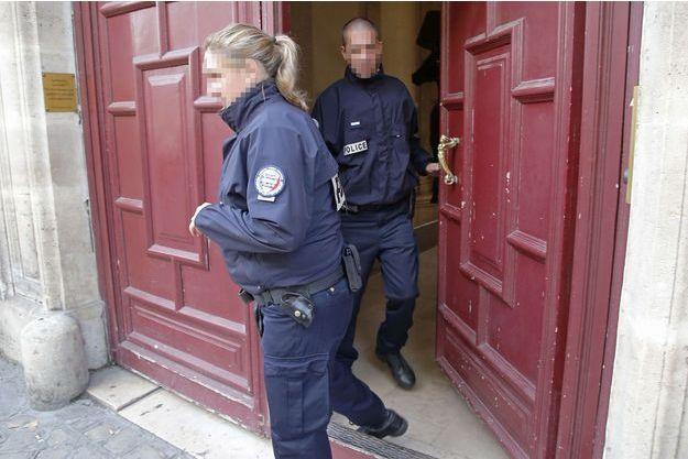 L'entrée du No Adress, au lendemain du braquage.