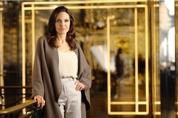 Elle fait de la beauté une manière d'être engagée. L'icône de la fragrance Mon Guerlain a reversé son cachet à sa fondation. Dans la boutique des Champs-Elysées, le 29 janvier.